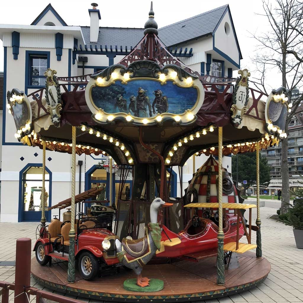 small-Jules-Verne-carousel